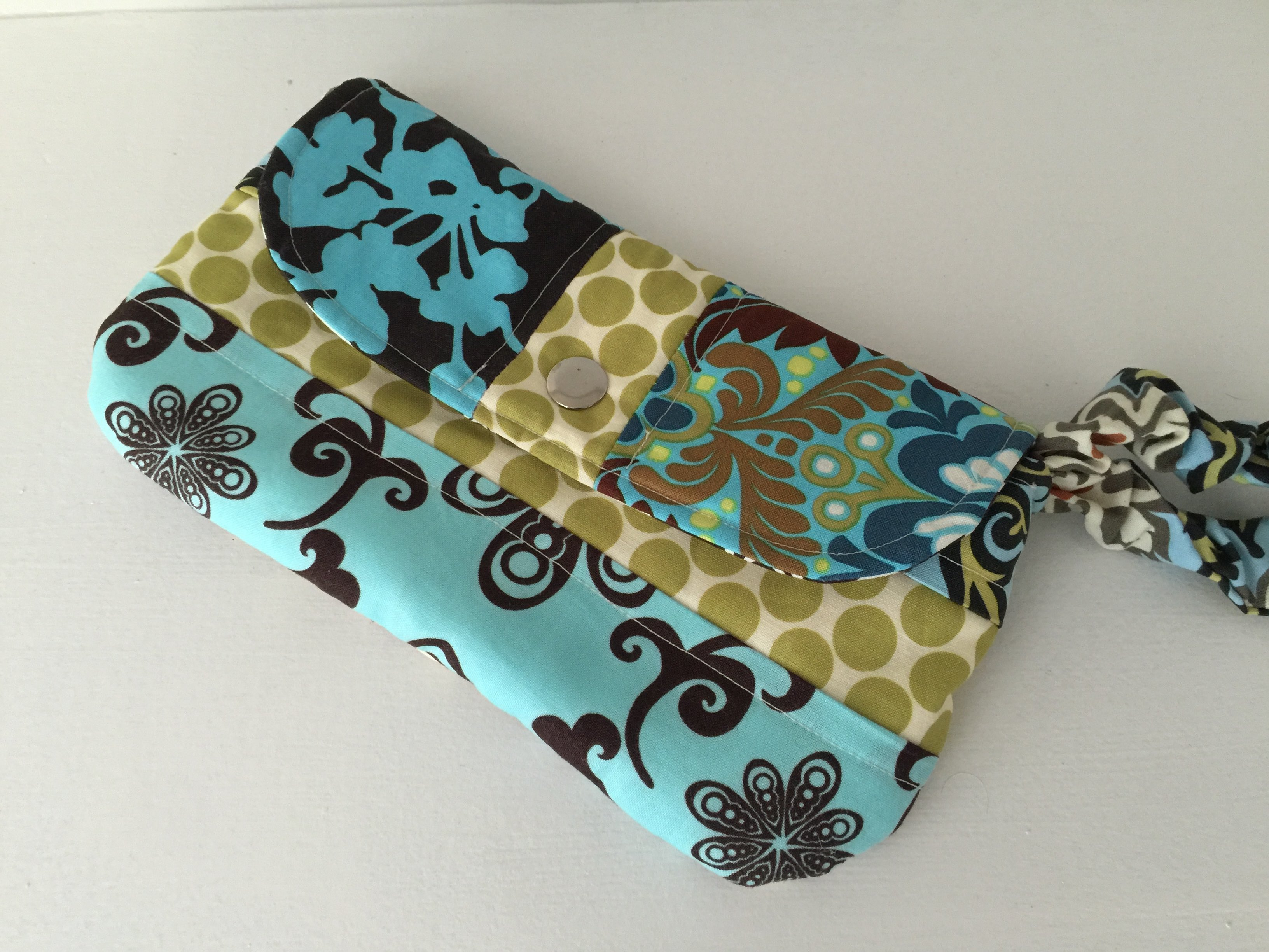 How to sew a wristlet clutch