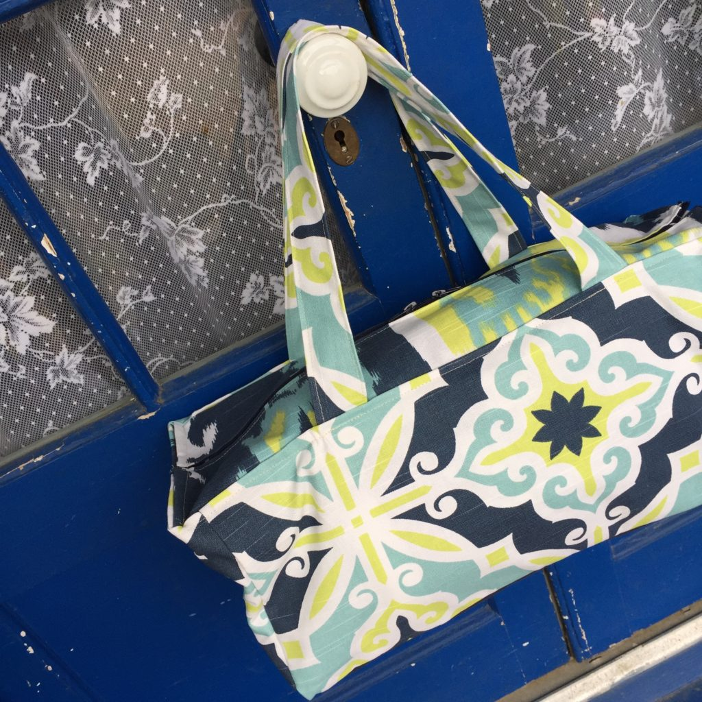How to sew a zippered duffel tote bag