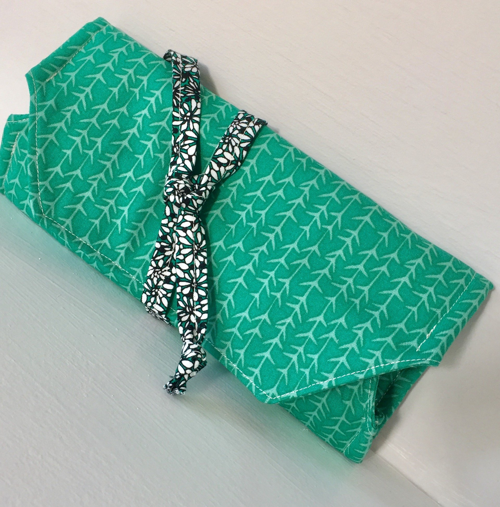 How to sew a jewelry roll by Sewspire