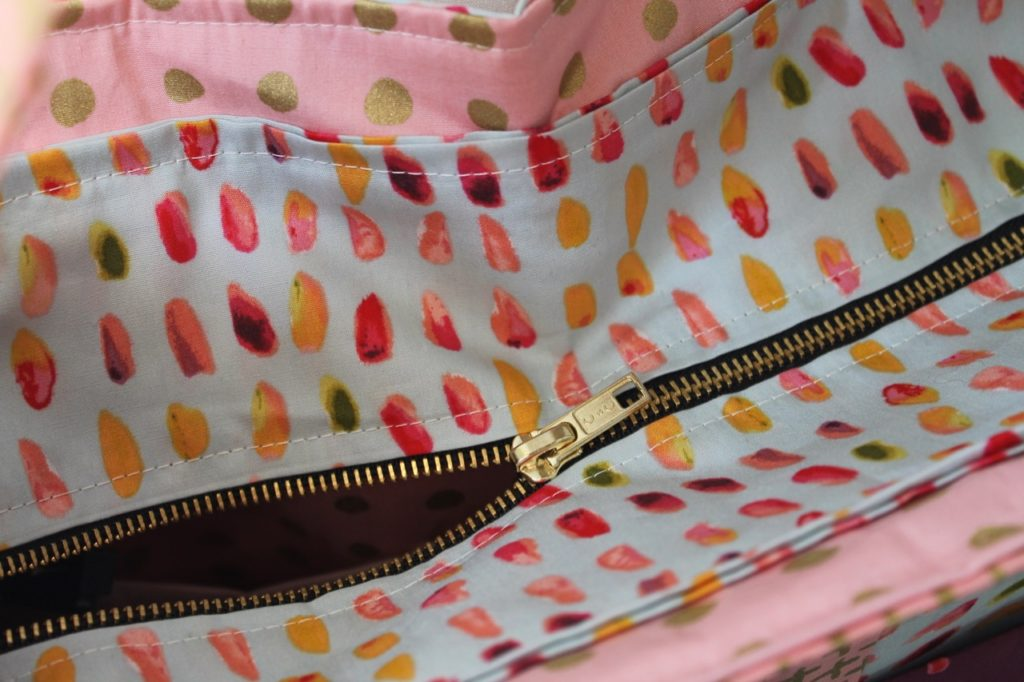 How to Sew a Stitched Chic Tote Bag with Zippered Top